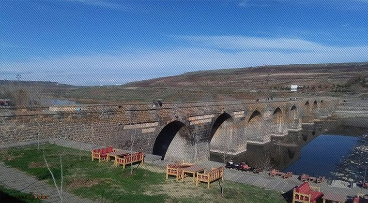 Tarihi 10 Gözlü Köprü